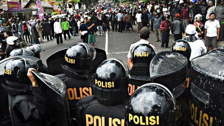 Indonesia nang canh bao an ninh cao nhat truoc nguy co bao loan o Jakarta - Anh 1