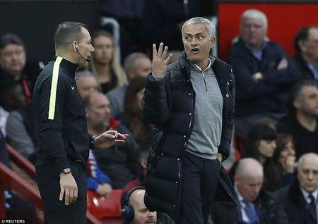 Mourinho co nguy co ngoi nha xem dai chien M.U- Arsenal - Anh 1
