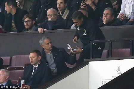 Mourinho co nguy co ngoi nha xem dai chien M.U- Arsenal - Anh 2