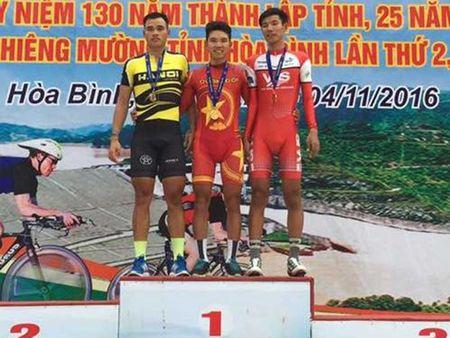 Thanh Tung bat ngo soan ngoi Trinh Duc Tam - Anh 1