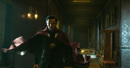 Phu thuy Doctor Strange thu som gan 90 trieu USD - Anh 1