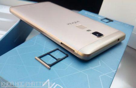 Mo hop smartphone man hinh 6 inch sap len ke voi gia 3,99 trieu - Anh 13