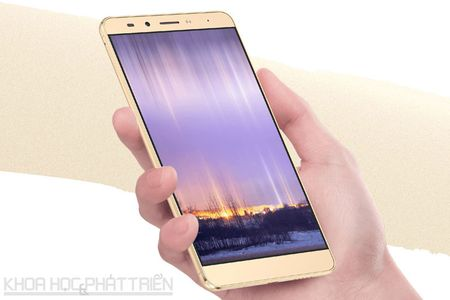 Mo hop smartphone man hinh 6 inch sap len ke voi gia 3,99 trieu - Anh 18