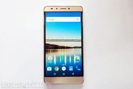 Mo hop smartphone man hinh 6 inch sap len ke voi gia 3,99 trieu - Anh 19