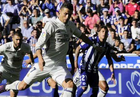Real Madrid nghien nat tan binh Alaves: Lai la Ronaldo! - Anh 1