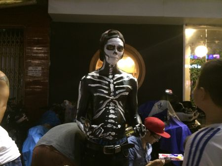 Thay ma Halloween nao dong pho Tay TP.HCM - Anh 1