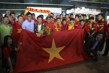 U19 Viet Nam nhan thuong ky luc 2,3 ty - Anh 1