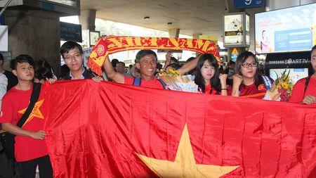 [Anh]: U19 Viet Nam rang ro ve nuoc sau chien cong lich su - Anh 1