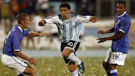 Messi, Maradona va nhung so 10 vi dai trong the gioi bong da - Anh 9
