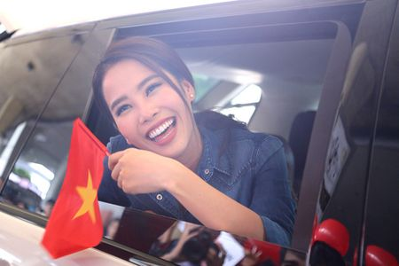 Nam Em tro ve sau Miss Earth trong vong vay cua nguoi ham mo - Anh 11
