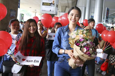 Nam Em tro ve sau Miss Earth trong vong vay cua nguoi ham mo - Anh 3