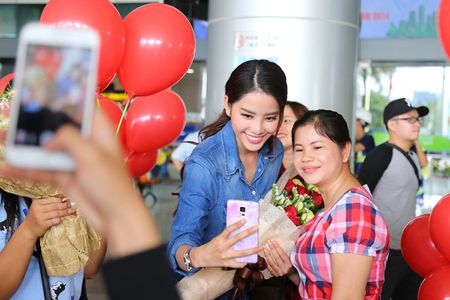 Nam Em tro ve sau Miss Earth trong vong vay cua nguoi ham mo - Anh 9