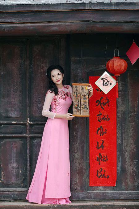 'Hot girl dao keo' lung lieng trong 6 ta ao dai xuan ruc ro - Anh 9
