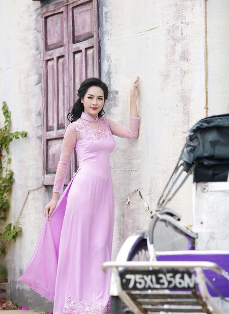 'Hot girl dao keo' lung lieng trong 6 ta ao dai xuan ruc ro - Anh 10