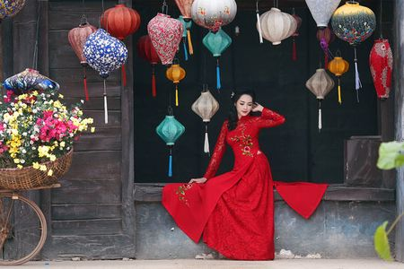 'Hot girl dao keo' lung lieng trong 6 ta ao dai xuan ruc ro - Anh 13