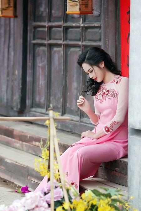 'Hot girl dao keo' lung lieng trong 6 ta ao dai xuan ruc ro - Anh 14
