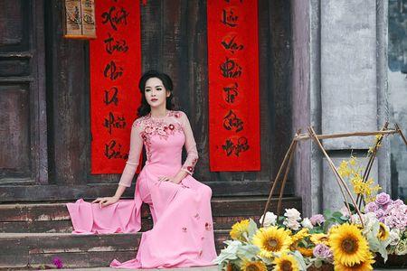 'Hot girl dao keo' lung lieng trong 6 ta ao dai xuan ruc ro - Anh 15