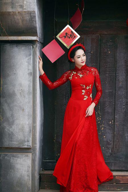 'Hot girl dao keo' lung lieng trong 6 ta ao dai xuan ruc ro - Anh 16