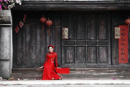 'Hot girl dao keo' lung lieng trong 6 ta ao dai xuan ruc ro - Anh 19
