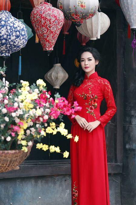 'Hot girl dao keo' lung lieng trong 6 ta ao dai xuan ruc ro - Anh 21