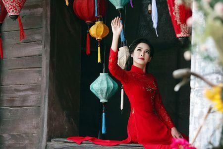 'Hot girl dao keo' lung lieng trong 6 ta ao dai xuan ruc ro - Anh 2