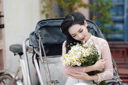 'Hot girl dao keo' lung lieng trong 6 ta ao dai xuan ruc ro - Anh 3