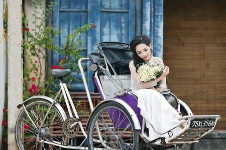 'Hot girl dao keo' lung lieng trong 6 ta ao dai xuan ruc ro - Anh 4