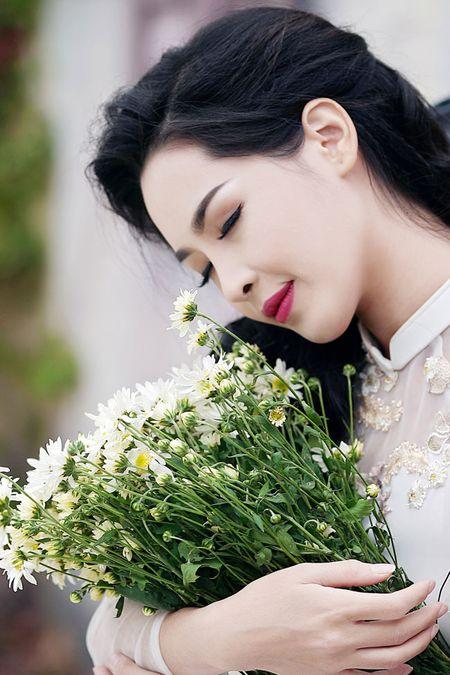 'Hot girl dao keo' lung lieng trong 6 ta ao dai xuan ruc ro - Anh 5