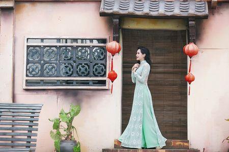 'Hot girl dao keo' lung lieng trong 6 ta ao dai xuan ruc ro - Anh 6