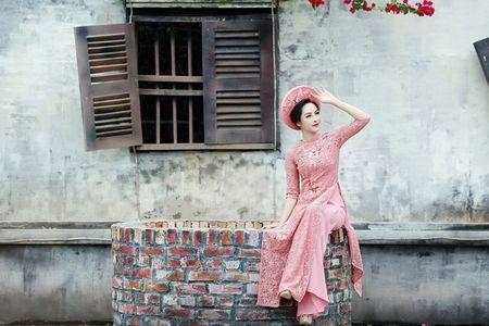 'Hot girl dao keo' lung lieng trong 6 ta ao dai xuan ruc ro - Anh 8