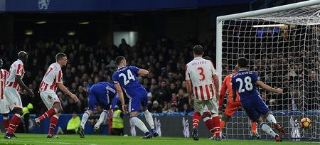 Chum anh: Nguoi thua toa sang, The Blues nhoc nhan vuot ai Stoke City - Anh 1