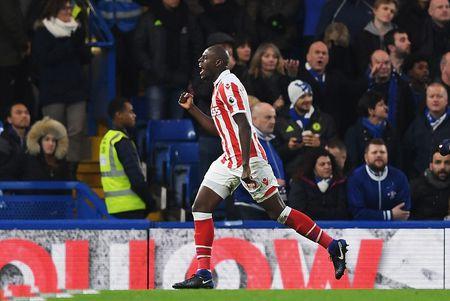 Chum anh: Nguoi thua toa sang, The Blues nhoc nhan vuot ai Stoke City - Anh 3