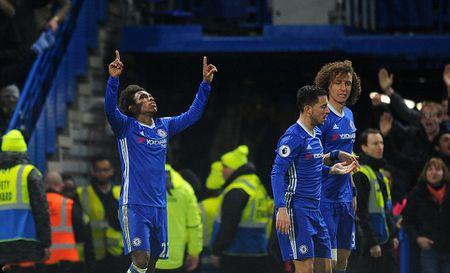 Chum anh: Nguoi thua toa sang, The Blues nhoc nhan vuot ai Stoke City - Anh 4