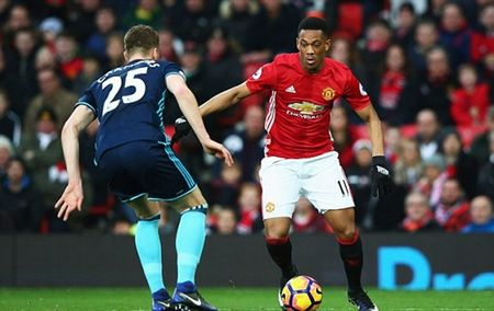 Martial choi sang, Mourinho co loi khuyen 'dat gia' - Anh 1