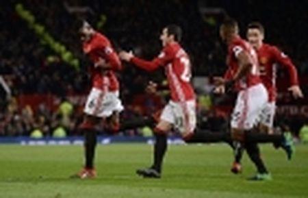 Martial choi sang, Mourinho co loi khuyen 'dat gia' - Anh 3