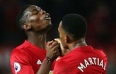 Martial choi sang, Mourinho co loi khuyen 'dat gia' - Anh 4
