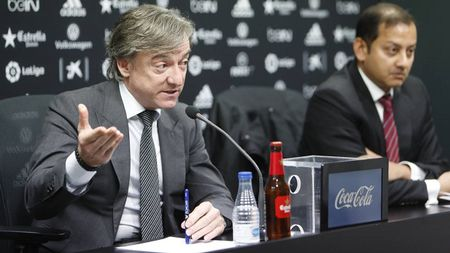 Bat ngo tu chuc, Prandelli bi Valencia 'si va' - Anh 1