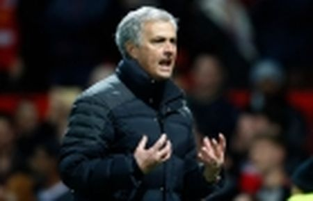 Mourinho bat ngo ca ngoi Fellaini - Anh 4