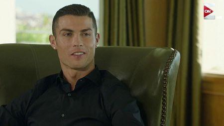 Ronaldo tranh thu 'tu suong' khi ke ve con trai - Anh 1