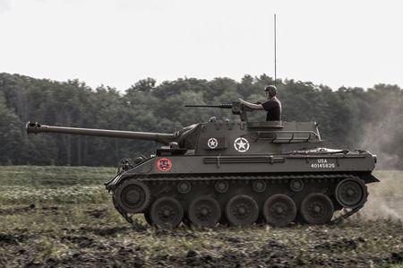 Quai di phao tu hanh chong tang M18 Hellcat cua My - Anh 2