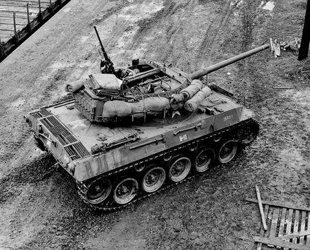 Quai di phao tu hanh chong tang M18 Hellcat cua My - Anh 8