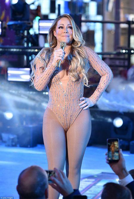 Mariah Carey gay bao san khau giao thua vi man hat nhep - Anh 4