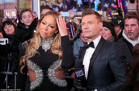 Mariah Carey gay bao san khau giao thua vi man hat nhep - Anh 7