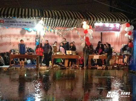 Nghin ban tre xu Hue doi mua don nam moi 2017 - Anh 6