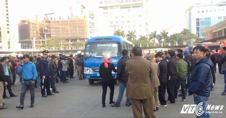 So GTVT Ha Noi: 'Dieu chuyen luong tuyen xe khach khong co loi ich nhom' - Anh 1