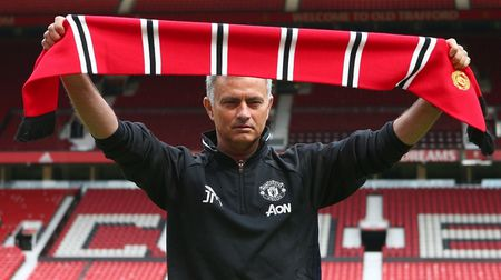 Jose Mourinho: 'That tuyet voi khi duoc dan dat Man Utd' - Anh 2