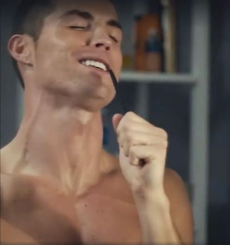 Chuc mung nam moi doc va la nhu Cristiano Ronaldo - Anh 1