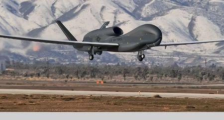UAV Global Hawk cua My bat dau thu thap thong tin o CH Sec - Anh 1