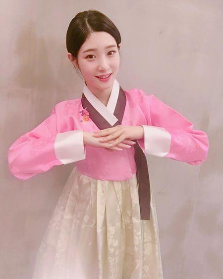 Sao Han 1/1: IU dep doi ben Lee Jun Ki, Sulli to son choe choet - Anh 3