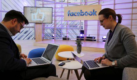Mark Zuckerberg 'map mo' thua nhan Facebook la cong ty truyen thong? - Anh 2